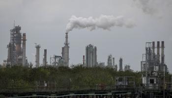 حمل السعودية وروسيا مسؤولية انهيار سوق النفط الخام الأميركي.
