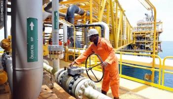 """النفط يمحو خسائره ويصعد 2% بسبب رد فعل """"أوبك+"""" حيال تدهور السوق"""