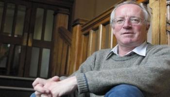 وفاة الكاتب البريطاني روبرت فيسك عن عمر يناهز 74 عاما