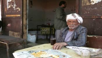 عمالة المسنين.. مأساة إنسانية تعمقها صعوبات المعيشة وأوجاع الحرب