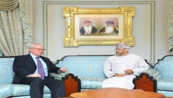 ليندركينغ مع وزير الخارجية العماني