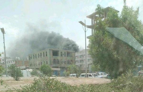 إخماد حريق هائل في أحد مشافي عدن جنوبي البلاد