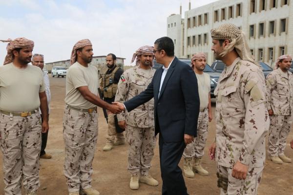مسؤول حكومي يفضح أطماع الإمارات في سقطرى ومحافظات يمنية أخرى