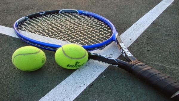 الأستراليون يتوافدون على ملاعب التنس بعد تخفيف إجراءات العزل