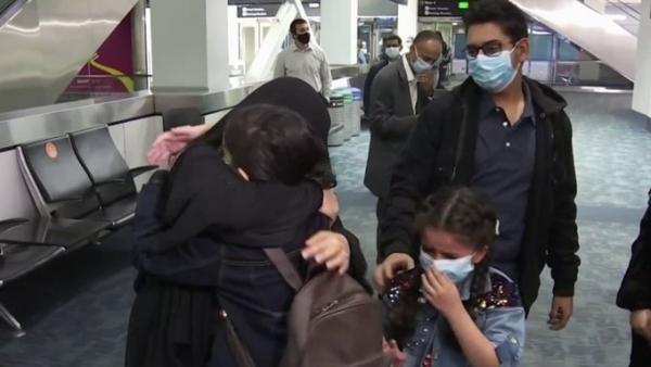 لم شمل طفلة يمنية مع عائلتها في أمريكا بعد بقائها في مصر لأسابيع
