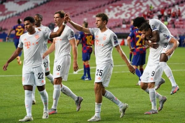 بايرن ميونيخ يسحق برشلونة 8-2 ويتأهل لقبل نهائي دوري الأبطال