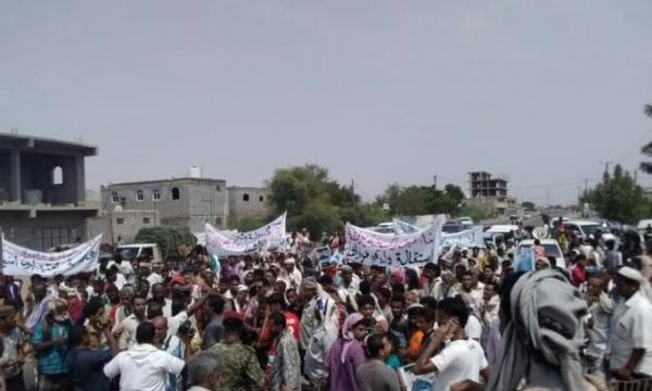 مظاهرة في لحج ترفض تجاوزات الانتقالي الجنوبي بمدينة الحوطة
