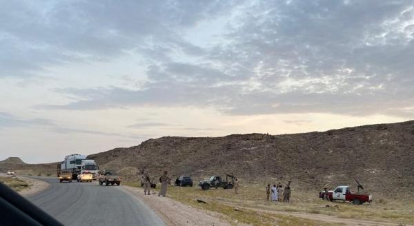 القوات السعودية تطلق النار على قبائل المهرة قرب منفذ شحن الحدودي