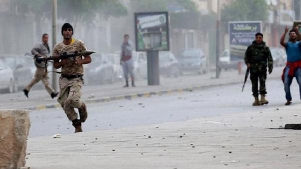 """وكالة: اشتباكات بين قوات مدعومة إماراتيًا و""""سلفيين"""" في عدن"""