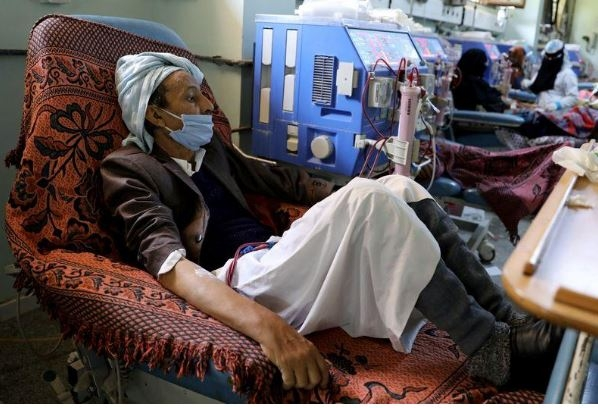 """""""رويترز"""": نقص الوقود يجعل حياة الأطباء في اليمن أكثر صعوبة"""