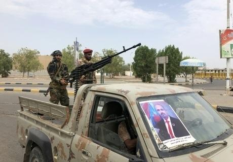 سقطرى .. وصول 1500 مسلح لتوزيعهم على القواعد العسكرية الإماراتية المستحدثة