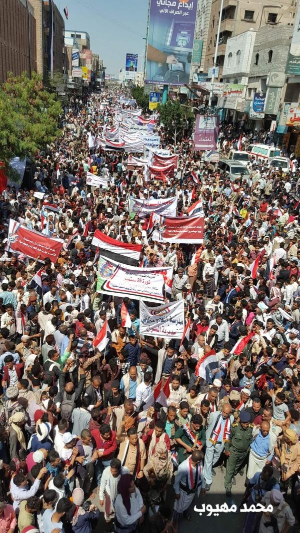 جماهير كبيرة تحتشد في تعز إحياء لذكرى ثورة 26 سبتمبر