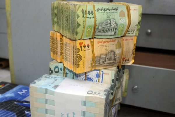 مسؤول حكومي يدعو لاتخاذ إجراءات عاجلة لوقف انهيار العملة