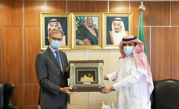 اعتبروها وصاية وانتقاص من السيادة .. تغريدة للسفير السعودي تثير انتقادات اليمنيين