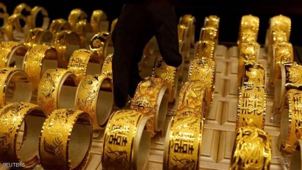 الذهب يهوي 2 % وسط غموض بشأن خطة تحفيز أمريكية والدولار ينتعش