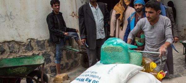 برنامج الأغذية العالمي: الصراع والانهيار الاقتصادي دفع ملايين اليمنيين إلى حافة الهاوية