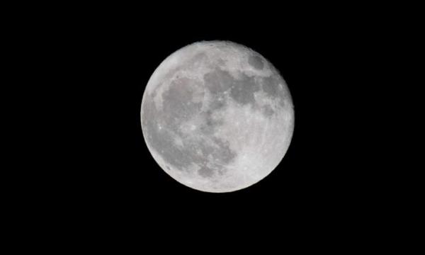 على القمر.. الماء في كل مكان لكن كيف السبيل إليه