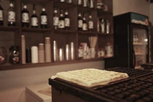 """""""أيقونة الصباح"""" وقصة أول مقهى نسائي بمأرب يقدم الخصوصية للمرأة اليمنية (حوار)"""