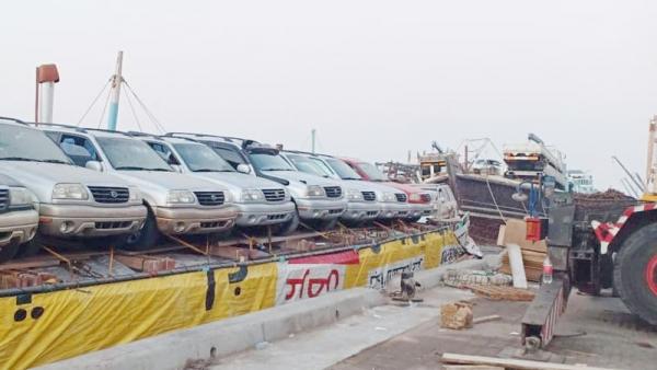 سقطرى.. غرق سفينة تحمل أكثر من 30 سيارة وبضائع خاصة بأبناء الجزيرة