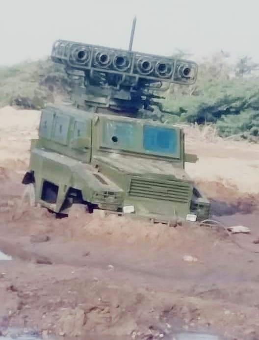 مدرعة عسكرية غنمها الجيش الوطني خلال معارك اليوم