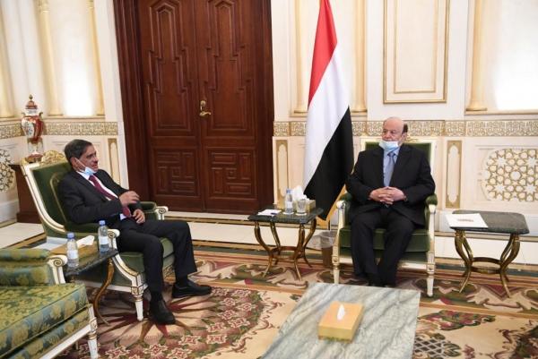 الرئيس هادي يعد بمشاريع تنموية في حضرموت تزامناً مع ذكرى 30 نوفمبر