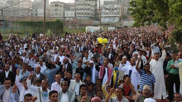 وقفة احتجاجية في تعز تطالب بتنفيذ الشق العسكري من اتفاق الرياض