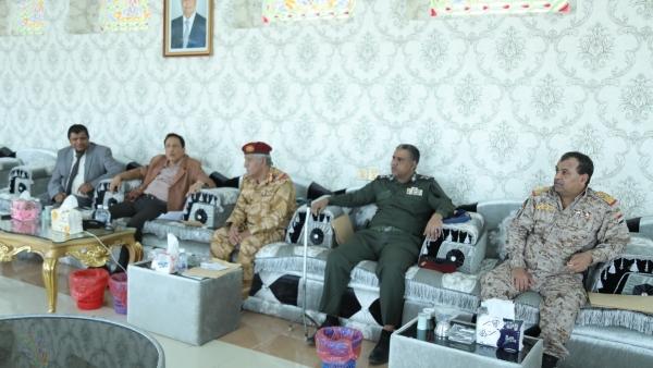 محافظ المهرة يدعو وحدات الجيش لرفع الجاهزية والحس الأمني لمواجهة التحديات