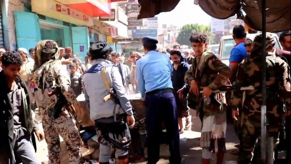 حملات ميدانية لإزالة العشوائيات من شوارع مدينة تعز