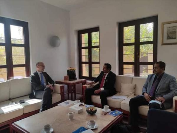 محافظ شبوة يلتقي سفيري أمريكا وفرنسا ويؤكد ضرورة تشغيل منشأة بلحاف