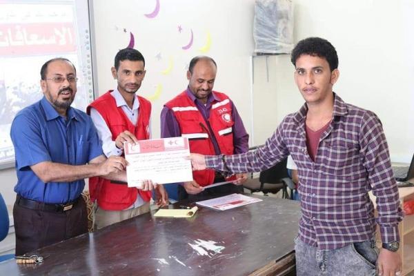 المهرة.. الهلال الأحمر اليمني يدرب 100معلم ومعلمة في الإسعافات الأولية