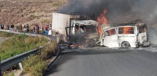 إب..وفاة 7 أشخاص على الأقل بحادث مروري في نقيل سمارة