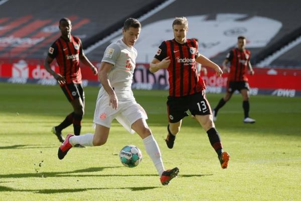 بايرن يواصل نزيف النقاط ويخسر أمام فرانكفورت في الدوري الألماني