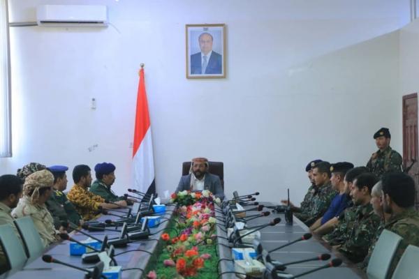 مأرب..العرادة يعقد اجتماعاً بقيادة شرطة المحافظة بحضور قائد قوات الأمن الخاصة