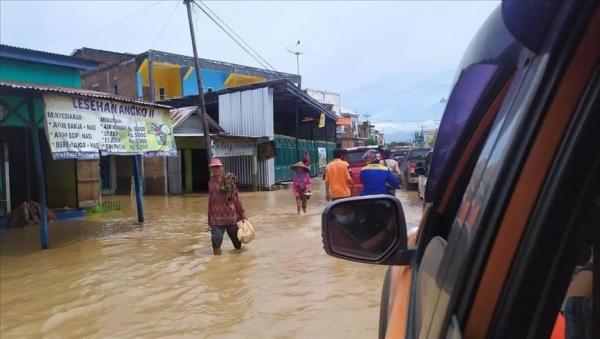 ارتفاع قتلى الفيضانات جنوبي إندونيسيا إلى 50 شخصا