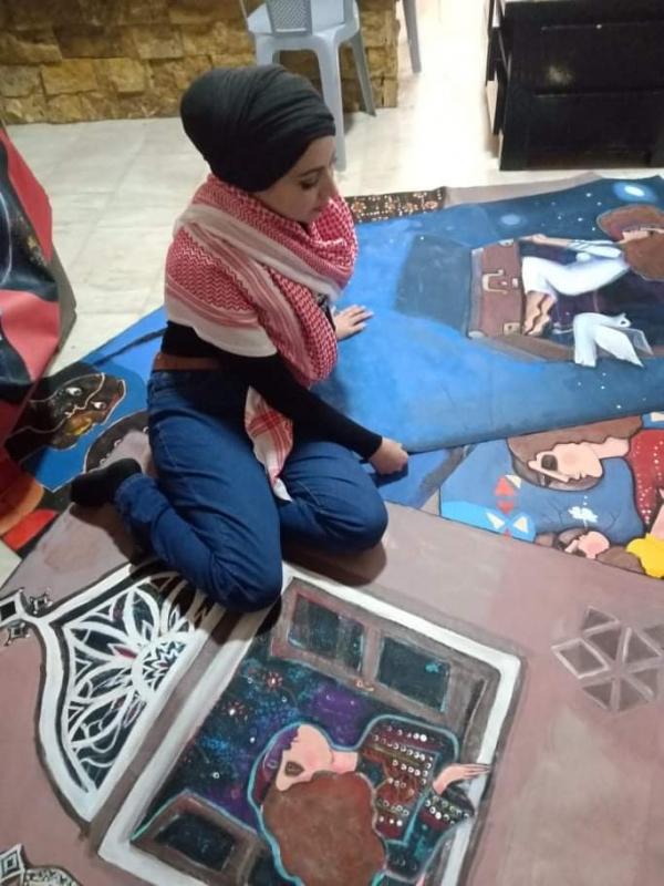 (عطش) على قماش خيام اللاجئين.. مشروع فني للفنانة الفلسطينية أماني البابا