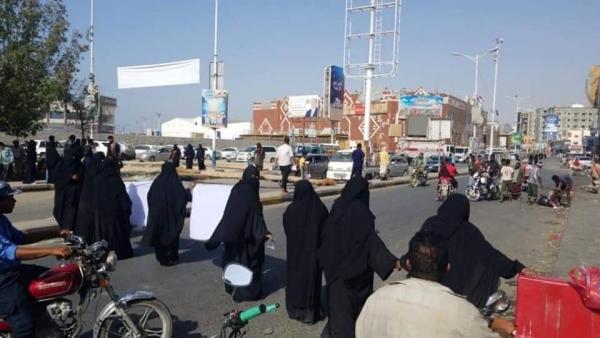 حضرموت..مظاهرة نسائية تطالب بتحسين الخدمات الأساسية للمواطنين
