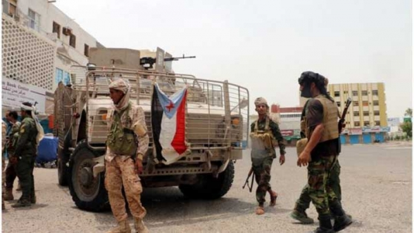 مصادر تكشف تكثيف الإمارات نقل أسلحة وآليات عسكرية لمليشيات الانتقالي