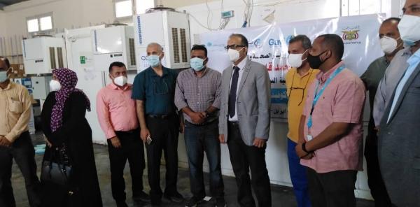 """""""الصحة"""" تعلن توزيع لقاح فيروس كورونا على 13 محافظة محررة"""