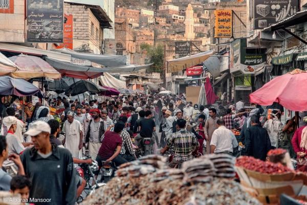 تعز.. مبادرات خيرية وتكافل اجتماعي في رمضان يخفف أوجاع السكان(تقرير)