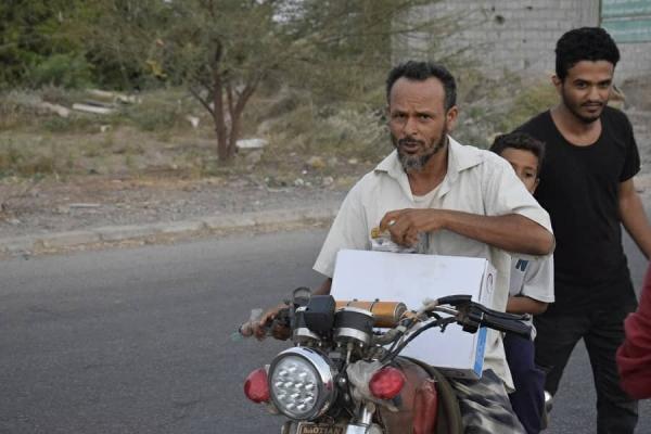 لحج..مشروع شبابي طوعي لإفطار الصائمين يستهدف أكثر من 100 مسافر يوميا