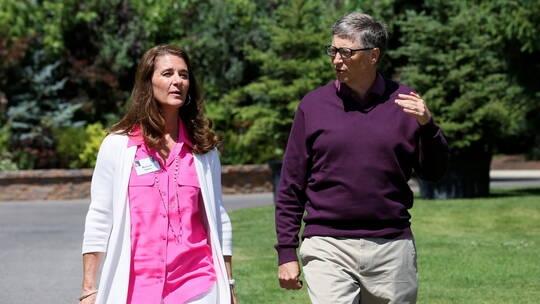 بيل غيتس مع زوجته