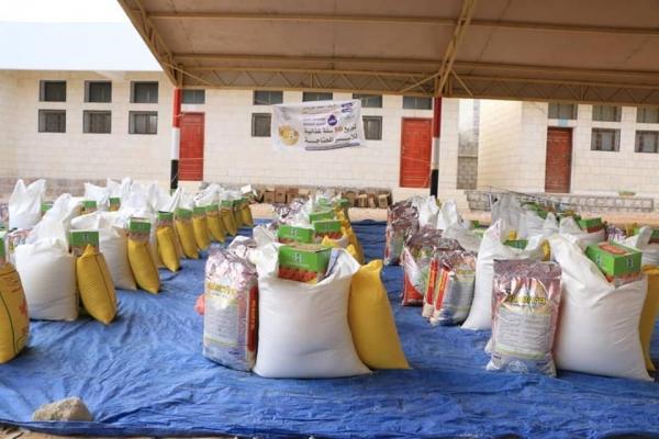 خلال تدشين توزيع السلال الغذائية