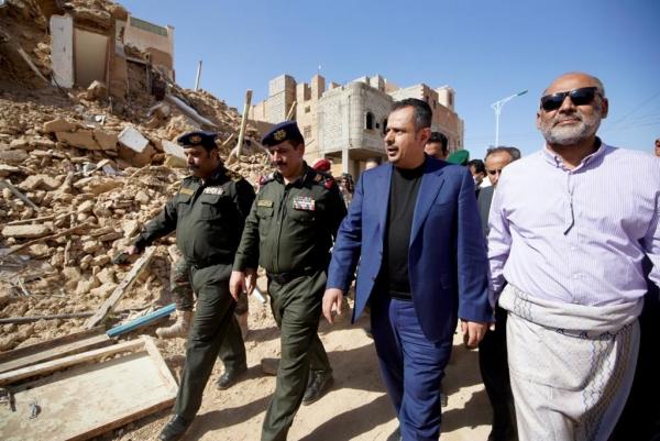 رئيس الوزراء خلال تفقده لأضرار السيول في تريم