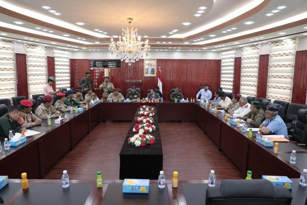 محافظ المهرة ووزير الداخلية يترأسان اجتماع اللجنة الأمنية في المحافظة
