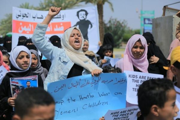 أطفال في مأرب يتضامنون مع الطفلة ليان أحد ضحايا قصف الحوثيين