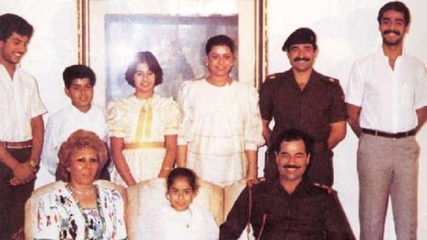 صدام حسين مع عائلته