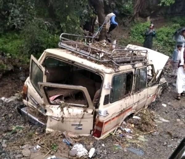 سيارة في طريق السيول، جبل حبشي، تعز