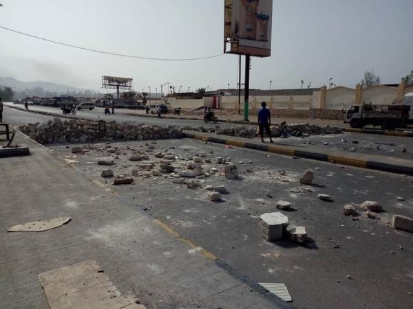 قطع المحتجون عدداً من الشوارع تنديداً بانهيار خدمة الكهرباء