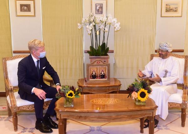 وزير الخارجية العماني بدر البوسعيدي مع المبعوث الأممي لليمن