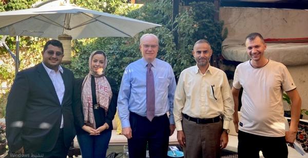 جانب من لقاءات المبعوث الأمريكي لدى اليمن في عُمان